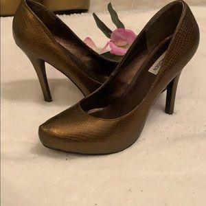 Steve Madden brown metallic heels 👠
